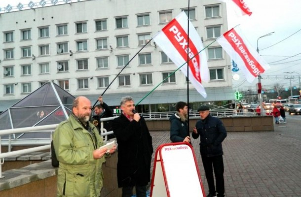 MFF leader supports candidate Simankovich at a picket in Vitsebsk