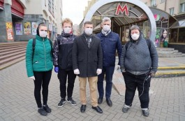 MFF members hand out masks and coronavirus check lists to Minsk citizens