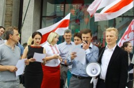Centre-right activists read out the text of the State Sovereignty Declaration at Minsk city centre