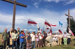 Activists install a monument in Lida district to honour the rebels of 1863