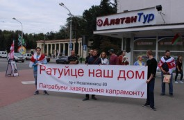 Residents of a house in Minsk take to the streets demanding to complete the capital repairs